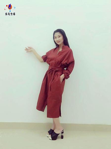 中国舞蹈家夏冰创作大型舞蹈《东方红》获第七届广场舞最高分
