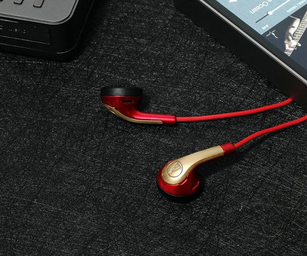 耳机采用新型波浪坑纹式连接线,能减轻触碰时产生的噪声.