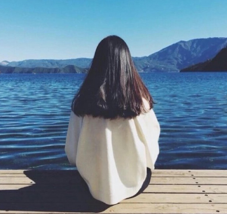 女生头像背影短发唯美