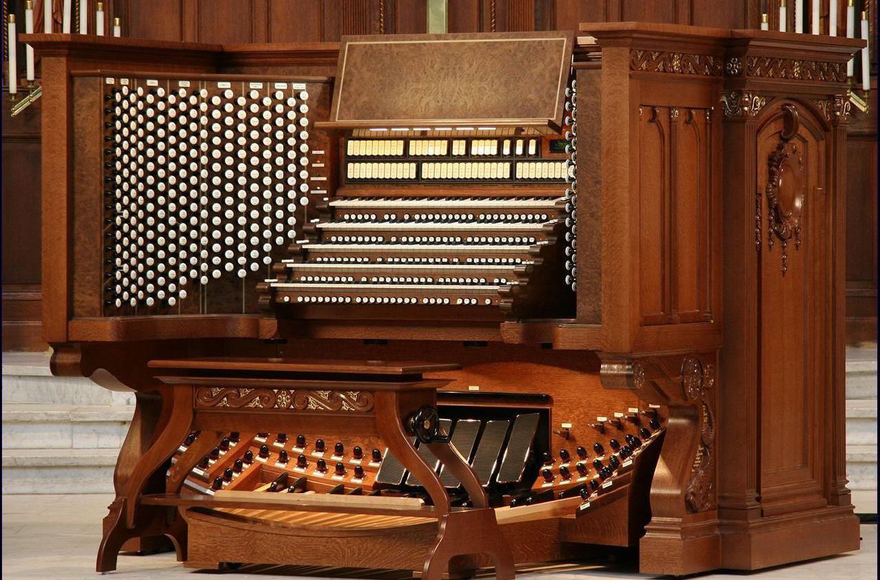 管风琴演奏台图片