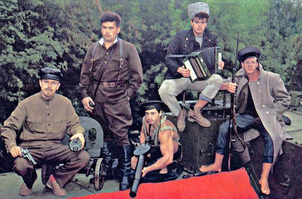 歌曲,译名为《轻声呼唤你的名字》,是一首写给苏联卫国战争烈士的图片
