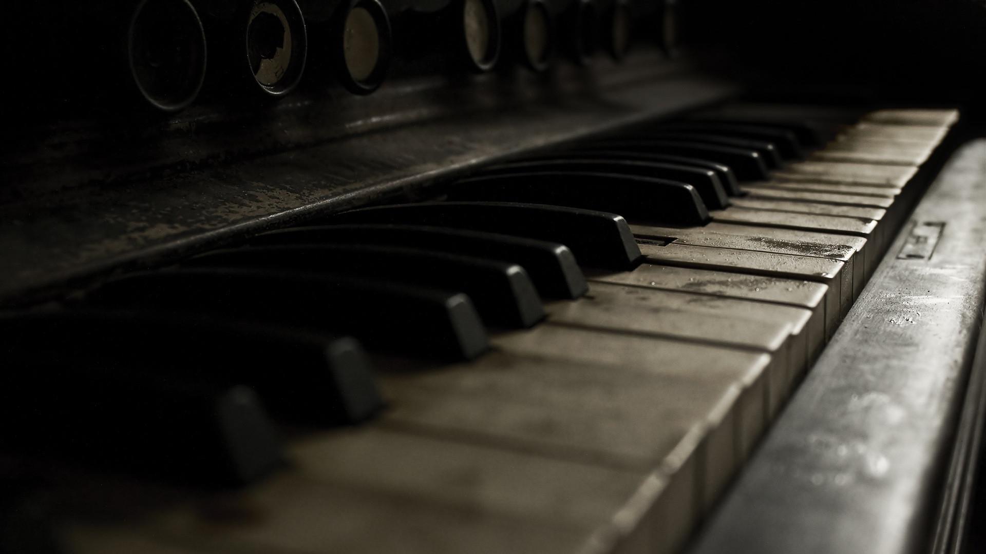 四月-钢琴曲